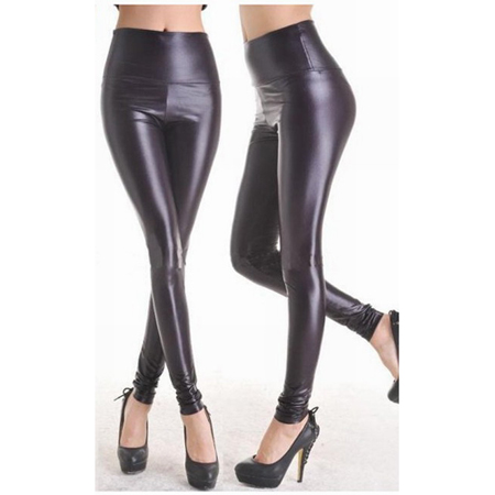 Leggings im Wetlook in Schwarz